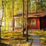 Perinteisiä suomalaisia mökkejä ja rantasaunoja on Ranualla tarjolla runsaasti