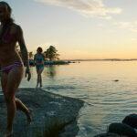 Keskiyön aurinko mahdollistaa uimisen ympäri vuorokauden Ranualla